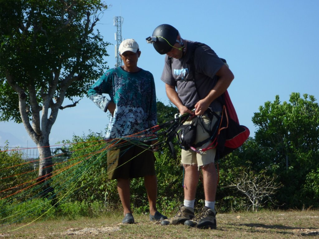 indonesia-paragliding-015.jpg
