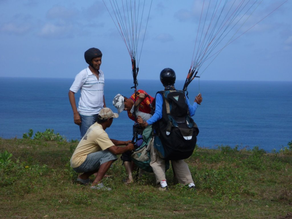 indonesia-paragliding-007.jpg